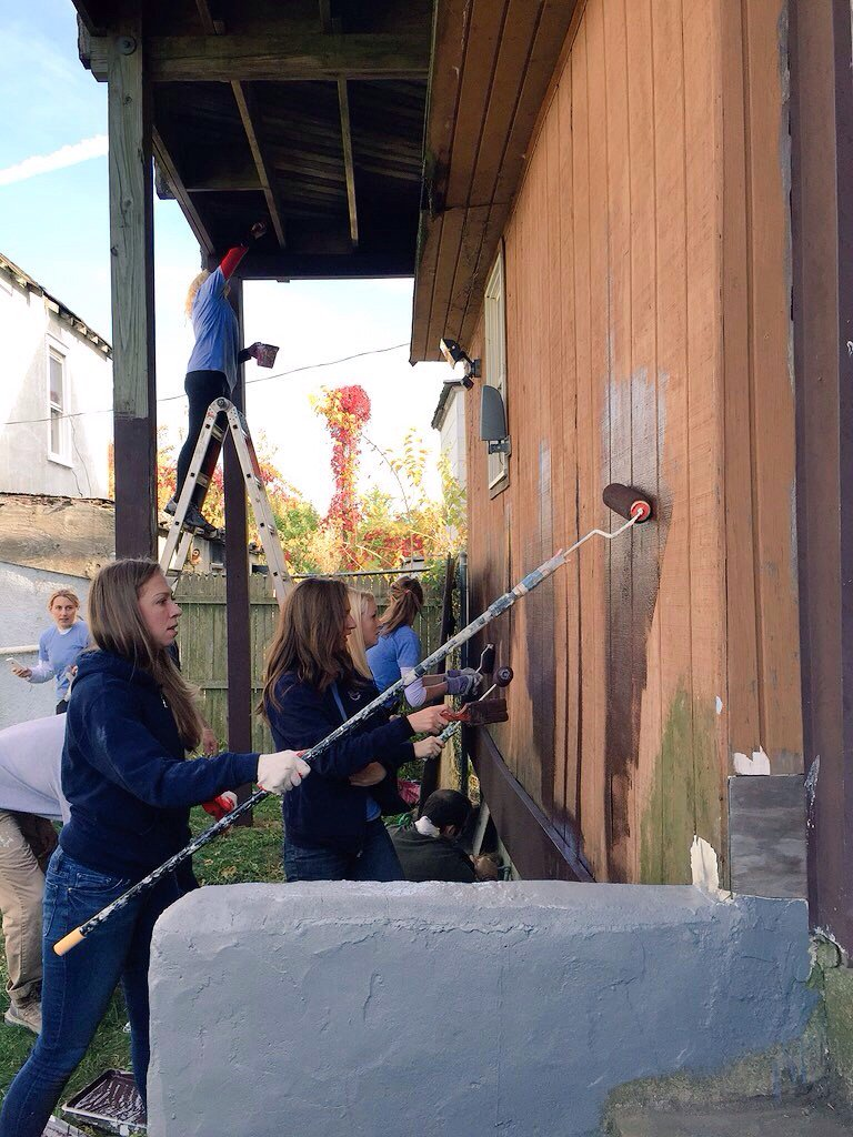 Big thank you to @ChelseaClinton and @ClintonFdn vols who worked on #Sandy damaged homes in Rockaway. #DayofAction https://t.co/TANCqV6hh3