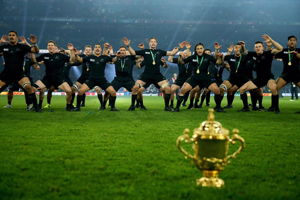 El Haka junto a la Webb Ellis Cup... los All Blacks gritan campeón! https://t.co/mtuVkNLBTs