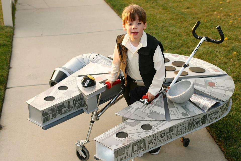 Young Star Wars fan with cerebral palsy pilots awesome Millennium Falcon for #Halloween https://t.co/8MY0eKh4aR https://t.co/cFKk9TTlHd