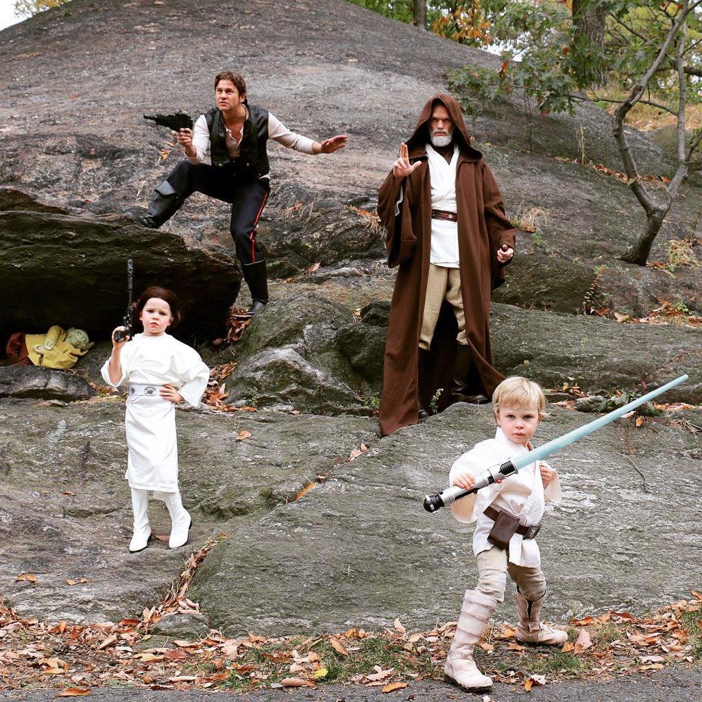Neil Patrick Harris vuelve a ganar en la vida con su disfraz familiar de Halloween https://t.co/F2mCsvEjRd