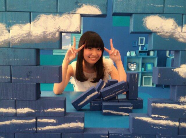 【あと10日】11月11日発売の3rdシングル「おしえてブルースカイ」制作中のオフショット2枚目!MVショートバージョン