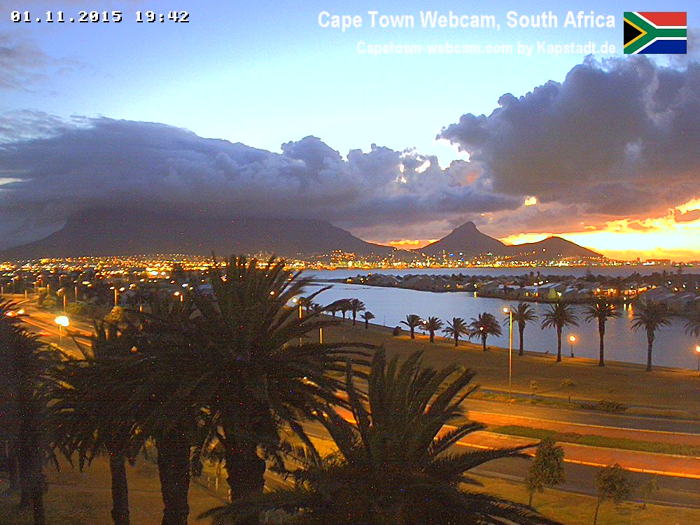 How beautiful is this #CapeTown sunset (pic via CT Webcam) #SundaySundowner https://t.co/YN7fovKbAK