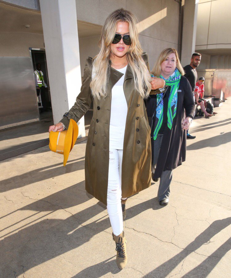 Looove a good trench coat! Here's how to steal my trench style: https://t.co/4JWmdy7q43 https://t.co/tbhxzlFgz4
