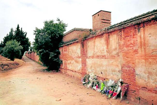 Hoy miles de españoles han ido al cementerio a recordar a sus muertos. Otros siguen esperando poder ir al cementerio https://t.co/PGHwcWINPN