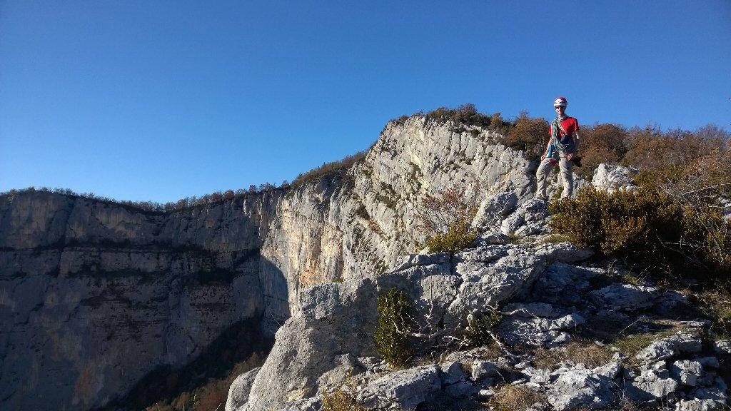 Sortie automnale dans le Vercors sur les falaises de Presles https://t.co/bEiy8mp6Dj