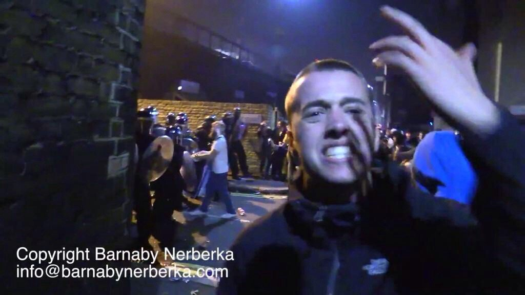 This chap shouted abuse at police at the #LambethRiot and then charged at them with a metal bar RT who is he? https://t.co/0Mw9xHDEMX
