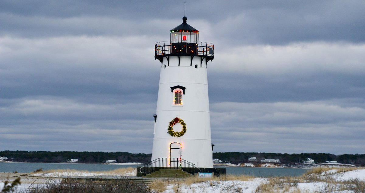 Martha's Vineyard at Christmas at @KelleyHouseMV - There is some room left at the Inn! https://t.co/UY05RCdBR5 https://t.co/P2rTHrNiF2