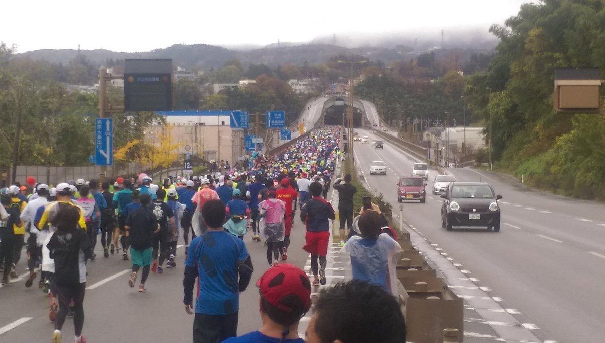 山環ぎっしり埋まってる #金沢マラソン https://t.co/QNdHbXChVX