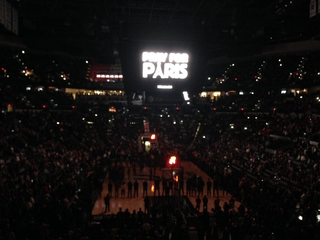 Classy move by the @spurs tonight. A moment of silence for France, followed by that country's anthem. https://t.co/IO0nibaNwk