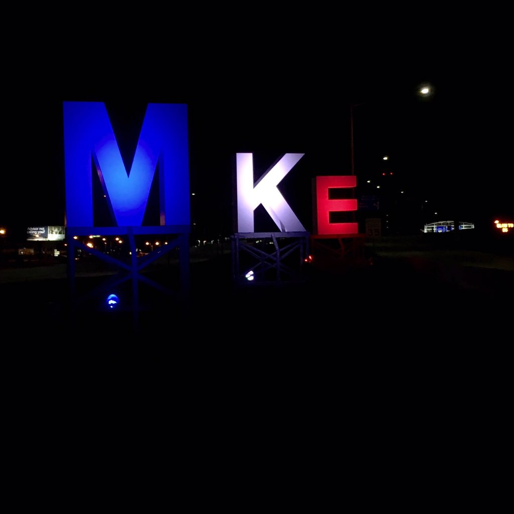 MKE sends its love & support to Paris & other cities who have been affected lately.  #Paris #StandWithParis https://t.co/jv22HdoZGq