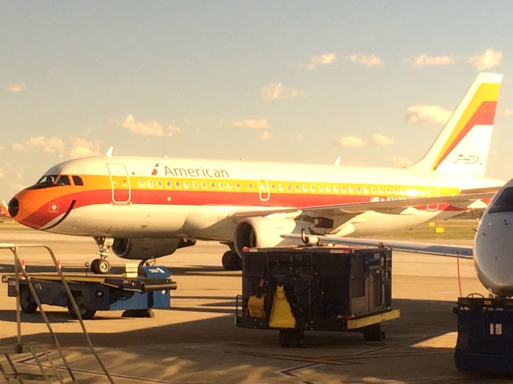 This plane pulled in outside the office Friday afternoon. Love these heritage liveries! #avgeek https://t.co/yBjdpwlA7i