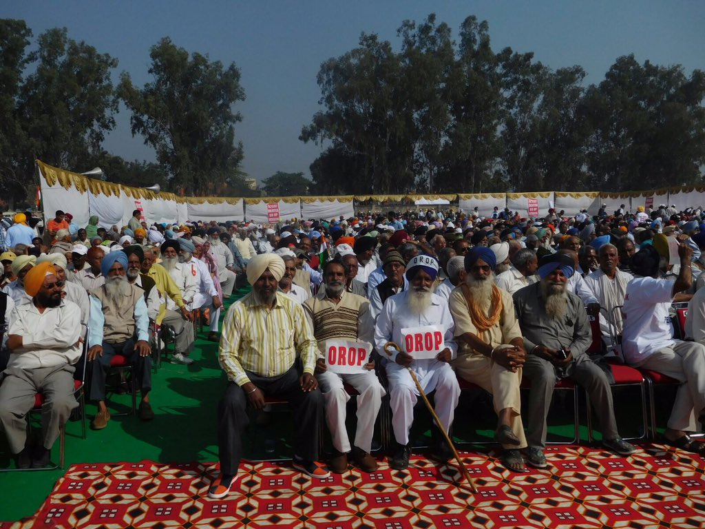 Veterans for #OROP at #OROPAmbala Rally today. GOI must concede. @manoharparrikar @narendramodi @guardian @nytimes https://t.co/AXmeHf3cao