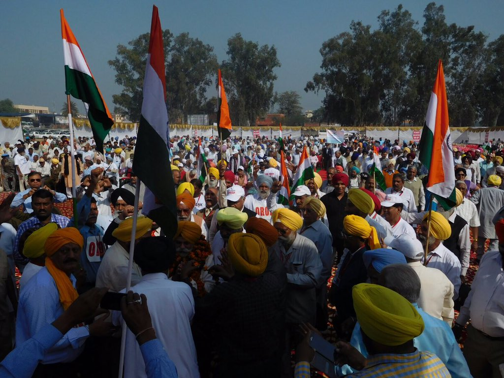 Wow, look at that gathering ! Pics from #OROPAmbala Rally #OROP https://t.co/lsS6zAAppx