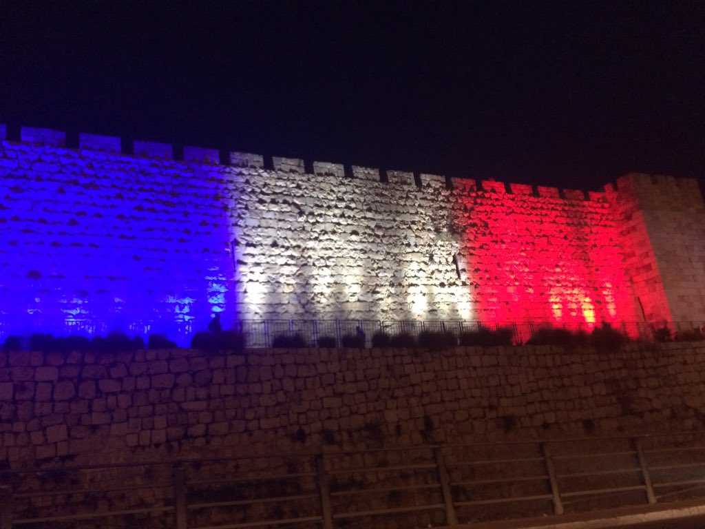 Jerusalem's Old City walls wears the French Tricolor as it mourns with #Paris https://t.co/9q28wAkIZl