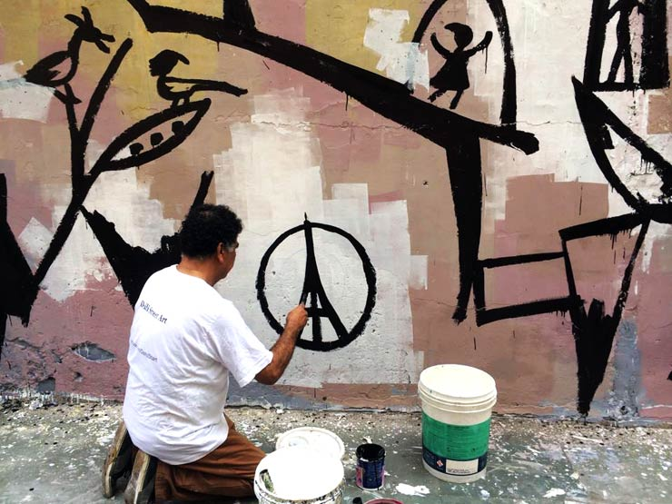 Egyptian artist Mohamed Abla paints Paris tribute in New Delhi on BSA Images of the Week https://t.co/sc6cVe6VdR https://t.co/JzF2T6McA5