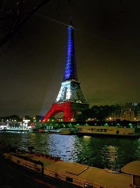 The #EiffelTower reopens, lit up with the French flag. #ParisAttacks https://t.co/XslbtcbQVX