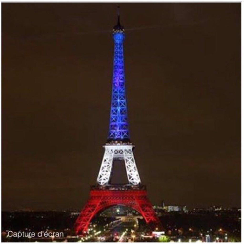 La Tour Eiffel a rouvert ce soir et s'est illuminée aux couleurs tricolores bleu-blanc-rouge. Superbe.#AttackParis https://t.co/jiAc0P25kd