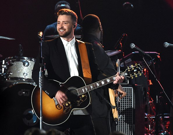 That time @JTimberlake slayed on the #CMAawards... #micdrop https://t.co/Htx2THbM3l