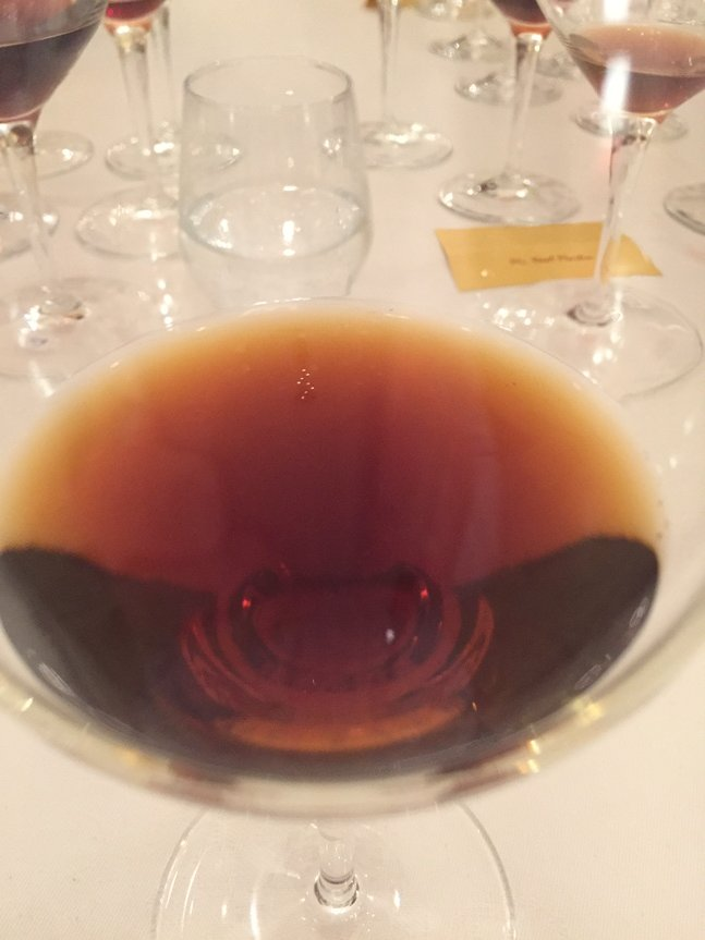 This is what a 146 year old Yquem looks like. https://t.co/hTI7k1NeH3