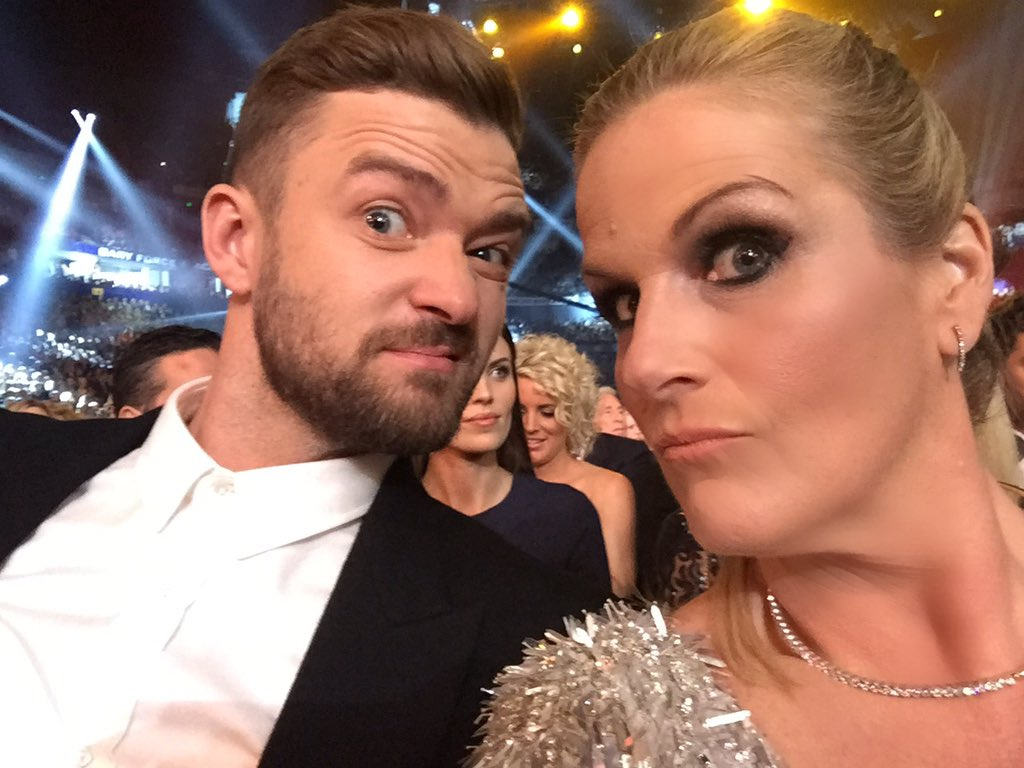 Sitting with the wild bunch at CMAs. Loved it! @jtimberlake you and @ChrisStapleton ROCKED the house! xo https://t.co/0XkvXx0grS