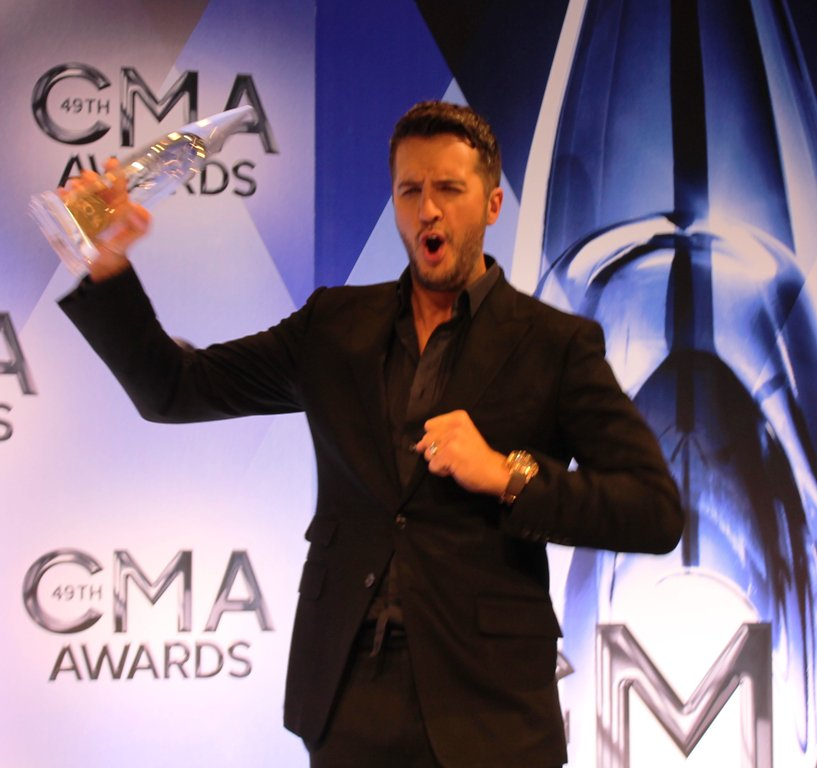 Whooo! @LukeBryanOnline wins his 2nd straight Entertainer of the Year Award #CMAAwards2015 https://t.co/OciIwpt3Iv