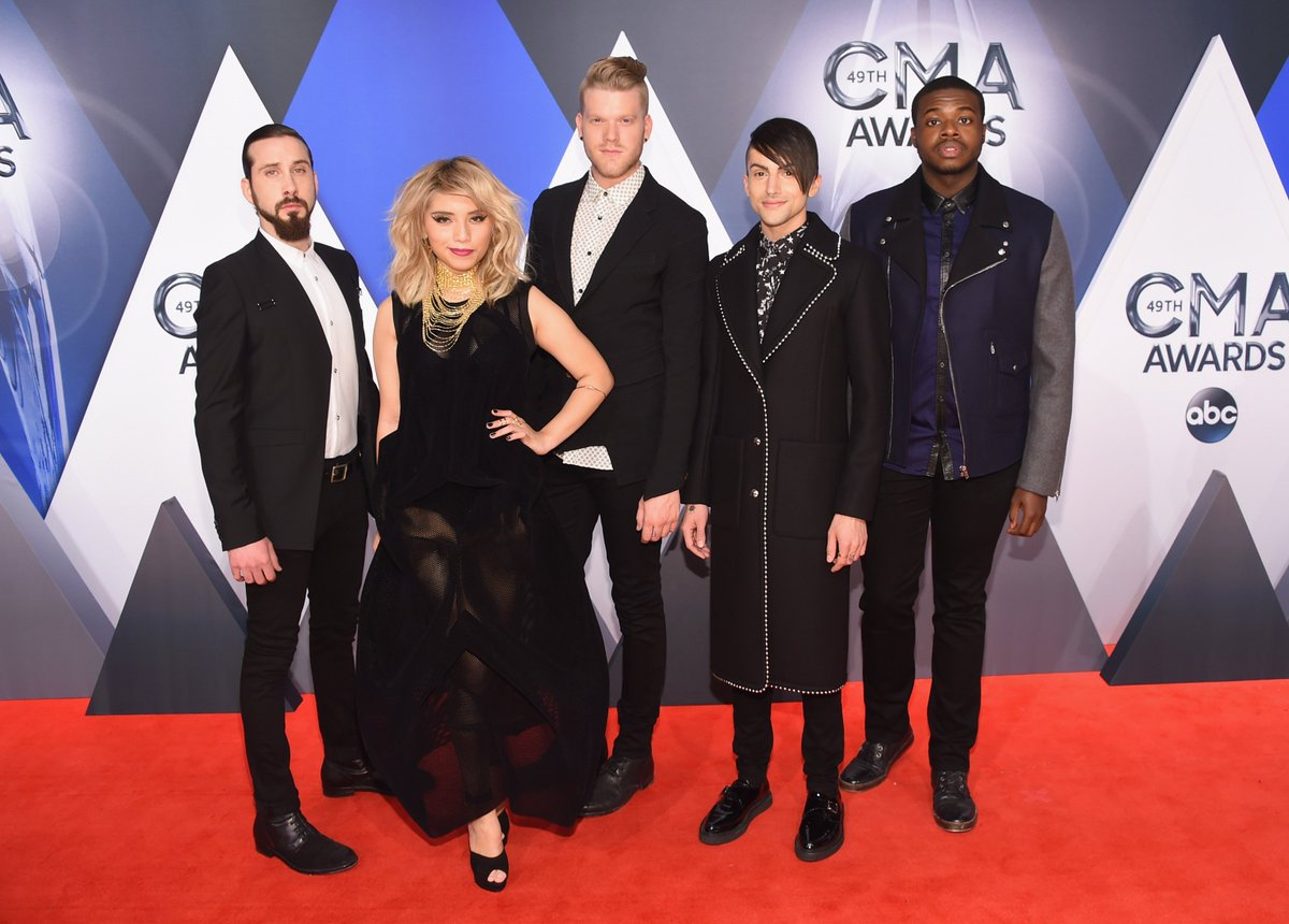 Talked with @LukeBryanOnline, @PTXofficial, @BrantleyGilbert and others at #CMAawards. https://t.co/P9xCZXNPYu https://t.co/czrWuDP4jq