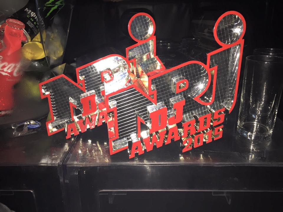2 prix remport s aux nrjdjawards celui du meilleur dj fran ais et du meilleur album dance. Black Bedroom Furniture Sets. Home Design Ideas