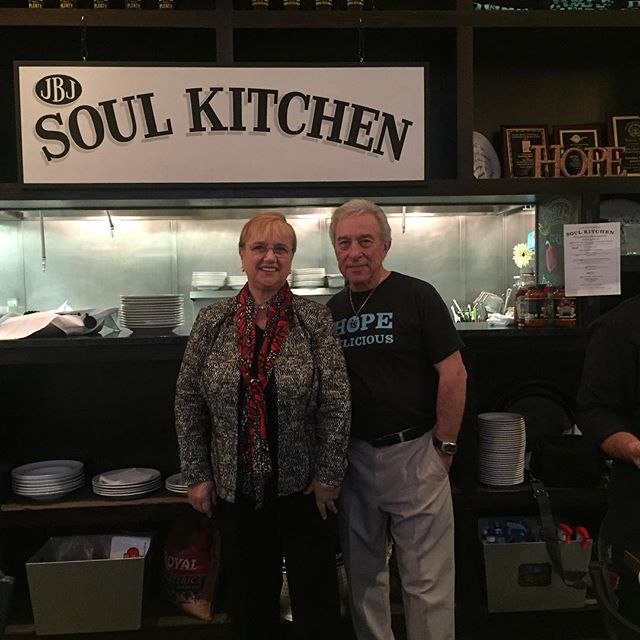 In NJ with Mr Bon Jovi Sr. at @JBJSoulFound, feeding the needy with dignity. What a valiant project - bravo JBJ! https://t.co/B0nYq6y8gt