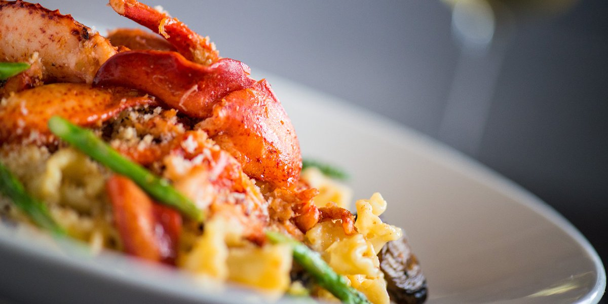 Celebrate the season with our holiday-inspired menu featuring Lobster Mac N Cheese! #holiday https://t.co/hPLLQDDQfw https://t.co/XagiUGHFDt