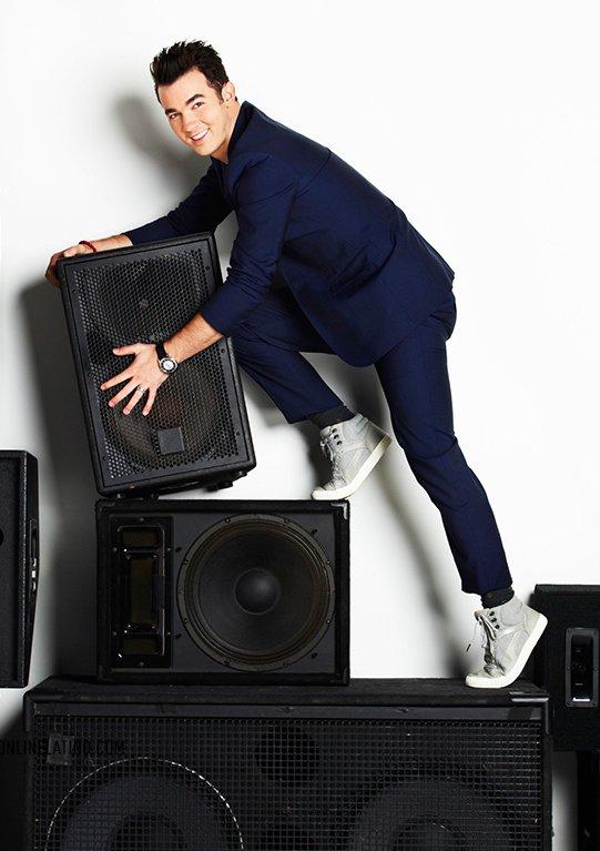 Happy 28th birthday @KevinJonas! #TBT #SpeakerClimbing #Fitness #BeforeSoulCycle https://t.co/JFBWZyKtKp