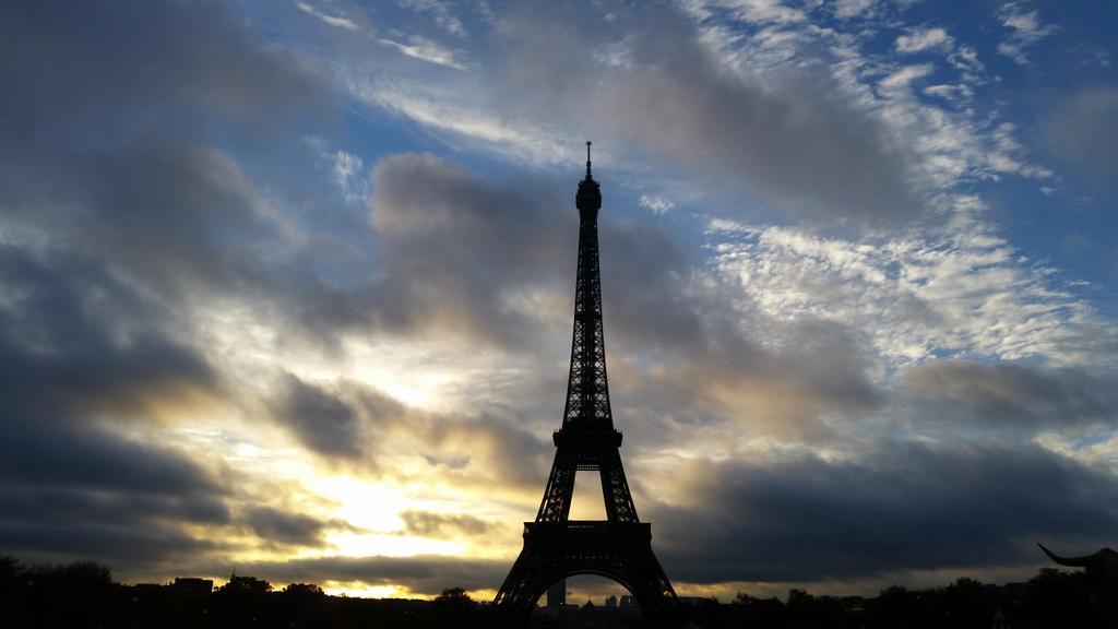 Instantan lever du jour et du soleil sunset sur la tour eiffel paris cartepostale paris - Lever et coucher du soleil paris ...