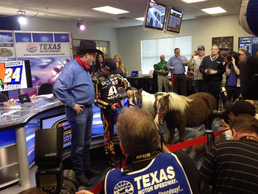 Too funny @eddiegossage gives @JeffGordonWeb 2 ponies for his 2 kids. https://t.co/BeOkyygfFG