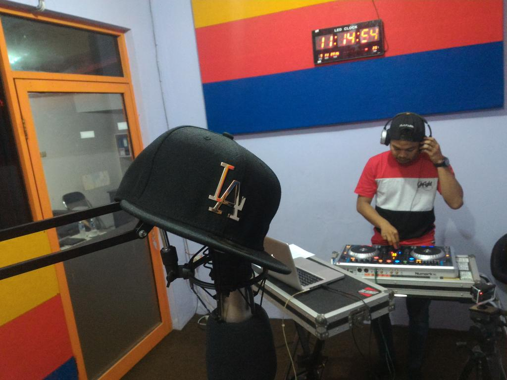 .@Denyun17 on the Deck now. Stay tunned @XChannel1032FM https://t.co/ftlFLgJr8p
