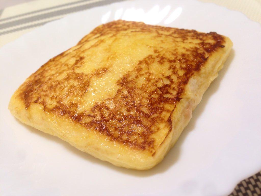 美味いと噂の、ランチパックで作るフレンチトースト作った!卵1個と牛乳80mlと砂糖10g(おかず系の具なら無し)を混ぜた卵液にランチパック2つ(1袋)を漬け込んで、バターで極弱火でじっくり焼く!ピーナッツクリームで作ったよ〜美味い! https://t.co/wiVkNbk5Ff
