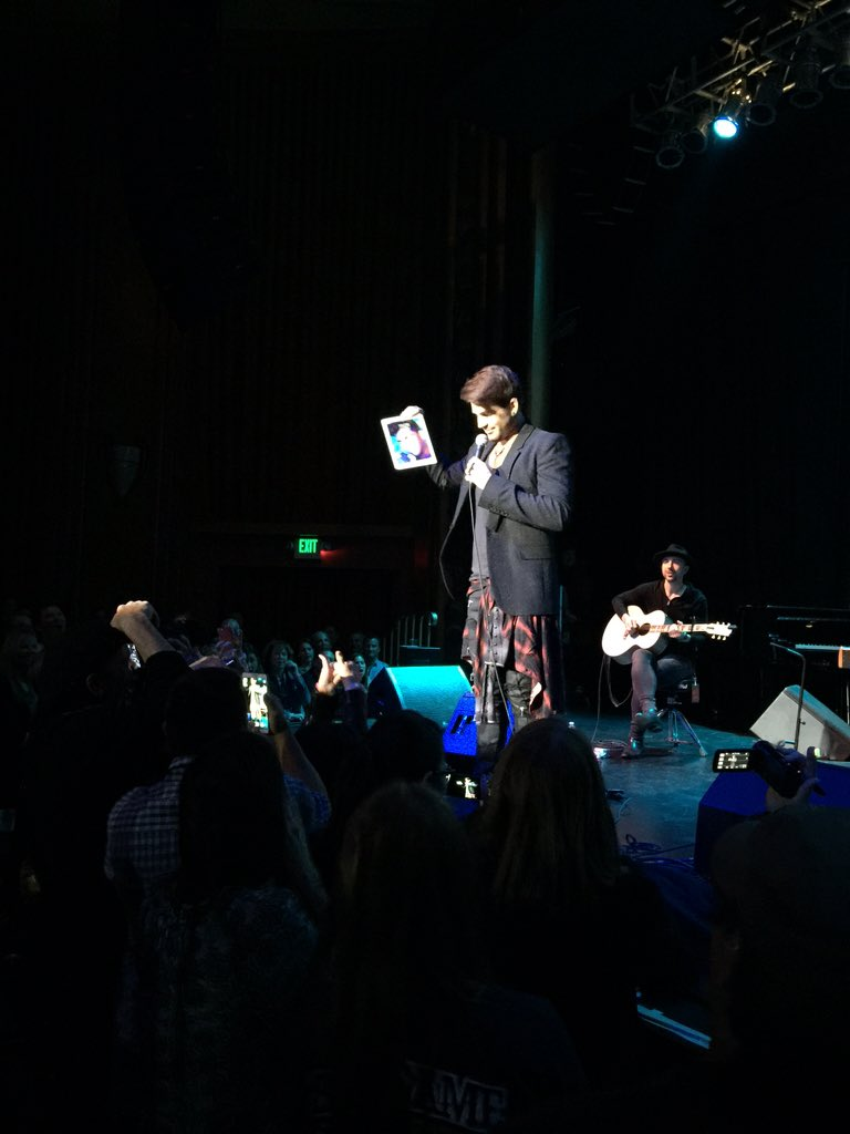 Adam Lambert just called out lady in front row for filming on her gigantic iPad. LULZ https://t.co/kccwSdim4s
