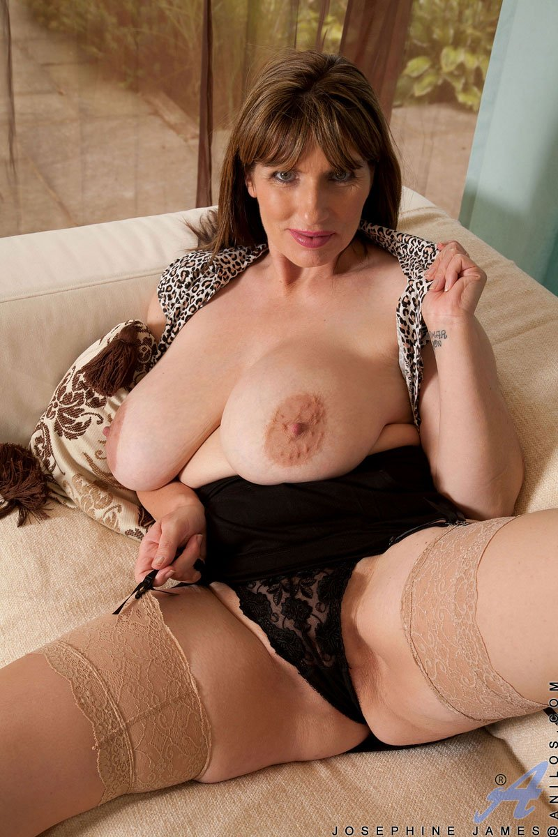 You Busty Milf 84