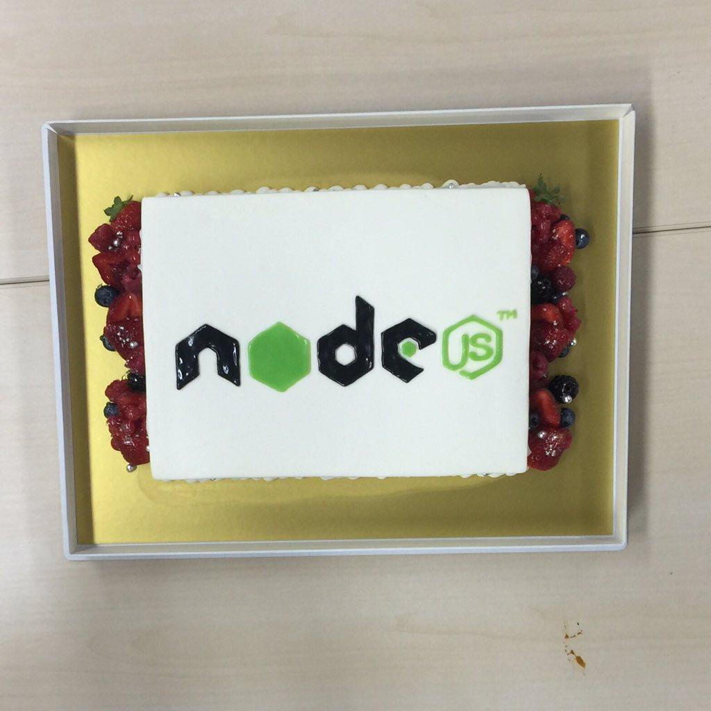 .@nodejs cake at @nodefest https://t.co/80MUS3F06K