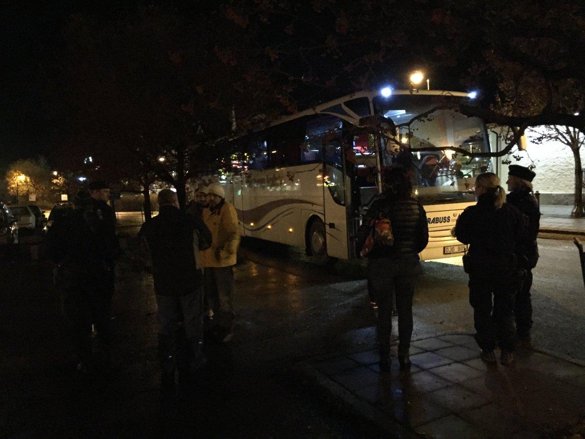 TV+TEXT: Migranter vägrar lämna buss på Centralstationen i Sundsvall https://t.co/Y2NoIM8uSY https://t.co/ClasDT9UMa
