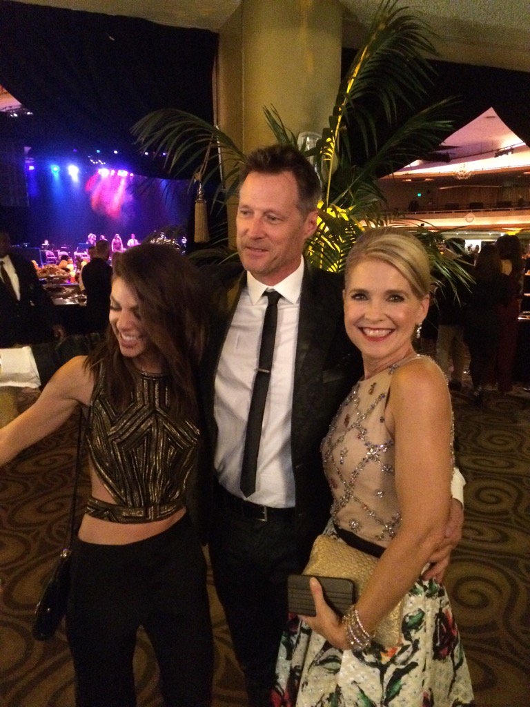 Jack and the Devereaux girls #Days50 https://t.co/i8MuJmpe63