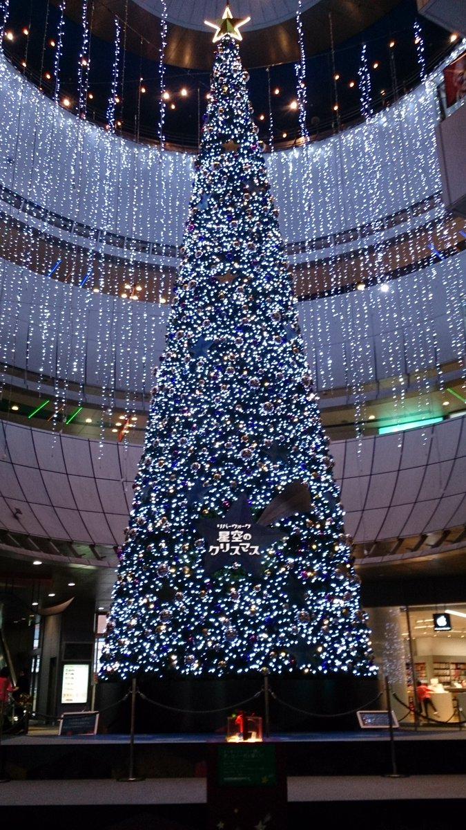 あっという間に11月!朝晩は冷えてきましたねー。コートをいつから着ようか悩み中。。。さて、毎年恒例となりましたリバーウォークのクリスマスイルミネーションが今年も点灯しました★綺麗ですねー+゚。*(*´∀`*)*。゚+ https://t.co/xrgTkhrTKz