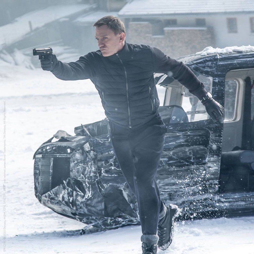 #OMEGA007 @007 faces down danger wearing an OMEGA Seamaster 300 in #SPECTRE! https://t.co/s3xCpWvGDs https://t.co/fQWaw5W3QS