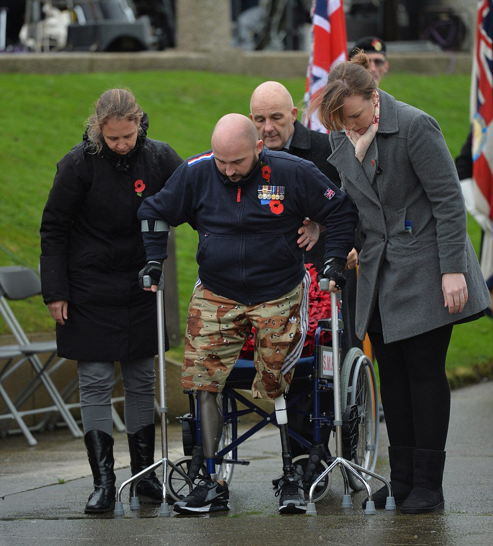 Two of GB's most injured soldiers show incredible determination as they walk to lay wreaths https://t.co/miSNUUZUho https://t.co/6YZp88d8zJ