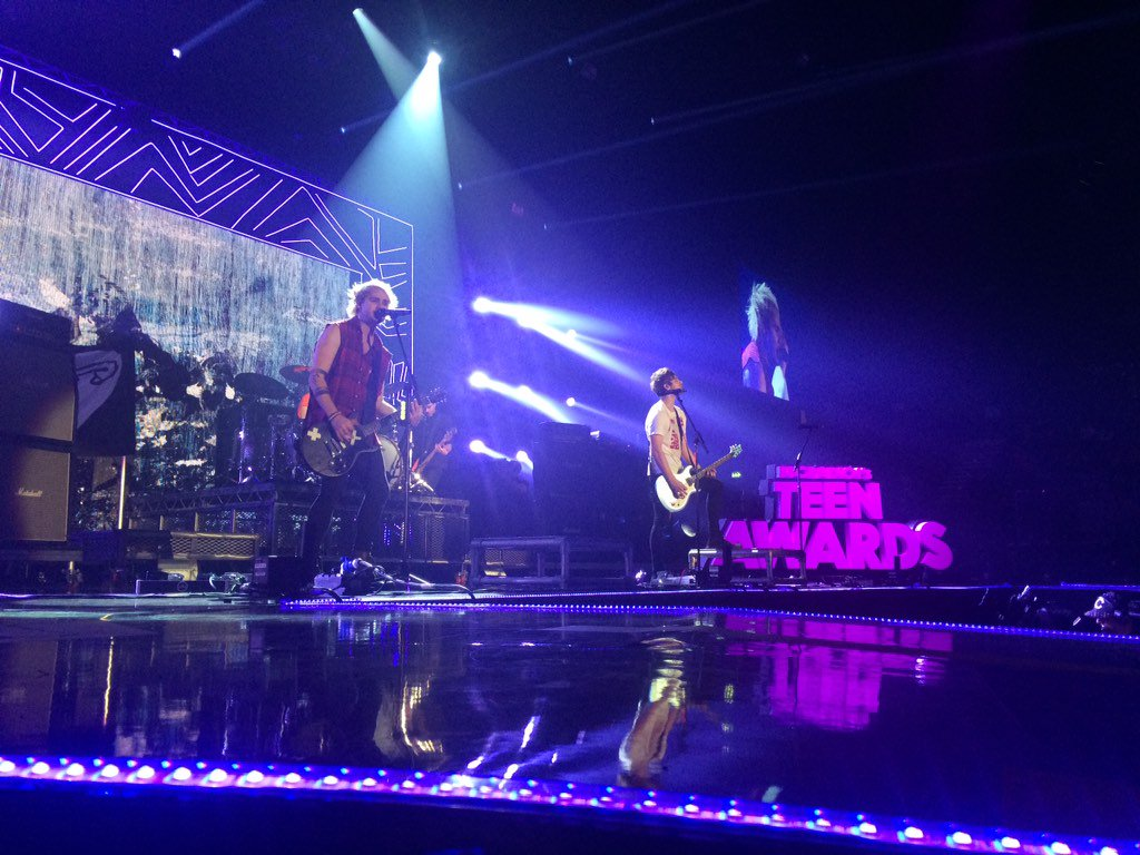 So much love for @5SOS closing this years @BBCR1 #R1TeenAwards hats off!
