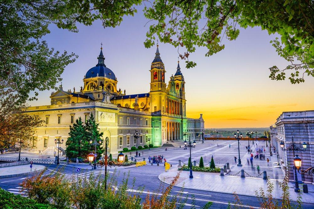 Hoy se celebra el Día de la patrona de #Madrid, Nuestra Señora de La Almudena. #visitspain https://t.co/aKmhsktuQb