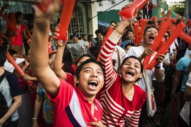 Suu Kyi's party claims first big win in Myanmar elections https://t.co/jgOmAknGm5 @WSJ's @ShibaniMahtani & Myo Myo https://t.co/xk8j8Wd6jT