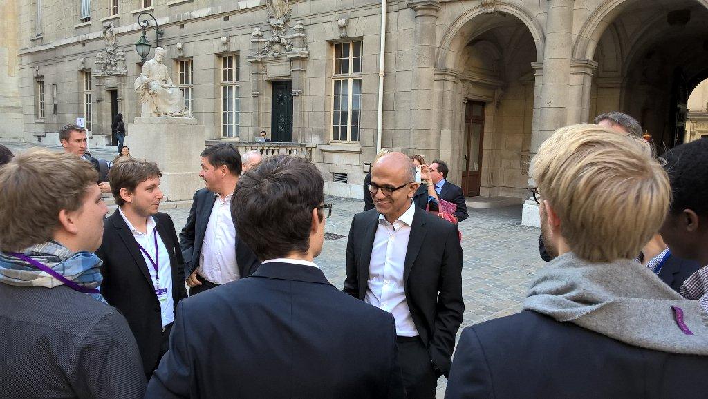 #satyainParis @satyanadella dans la cour de la Sorbonne, rencontre avec les étudiants https://t.co/VLTtmmy3Os