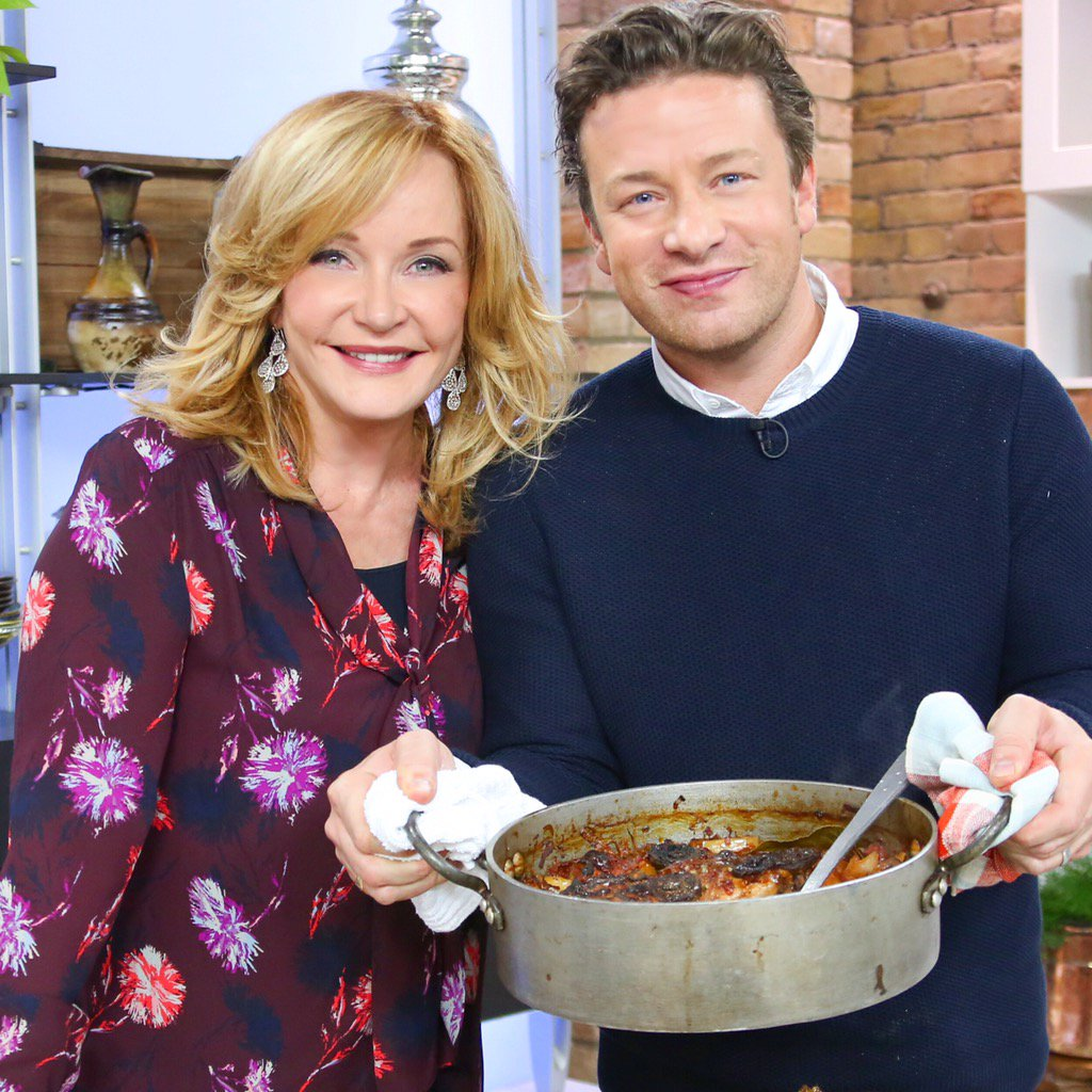 RT @MarilynDenisCTV: I #love a man that can #cook! @jamieoliver thank you for spending the day with me! https://t.co/D29ObnIbLs https://t.c…