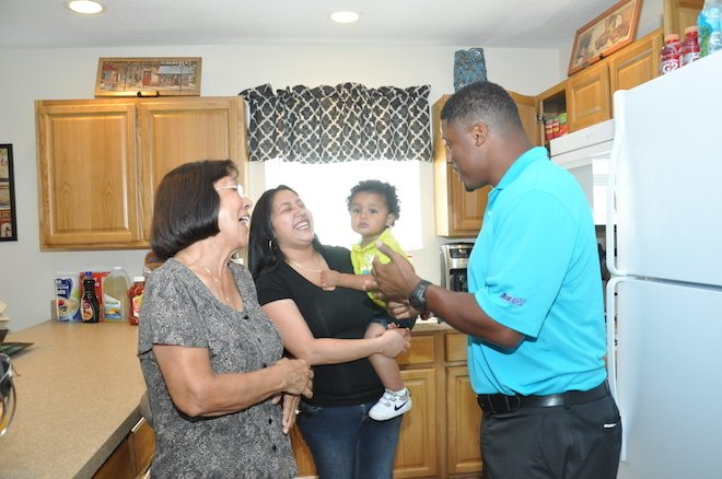 Ex-NFL star Warrick Dunn has helped provide homes for 145 single parents: https://t.co/OqAtAxSm0d https://t.co/noxP9ykCxh