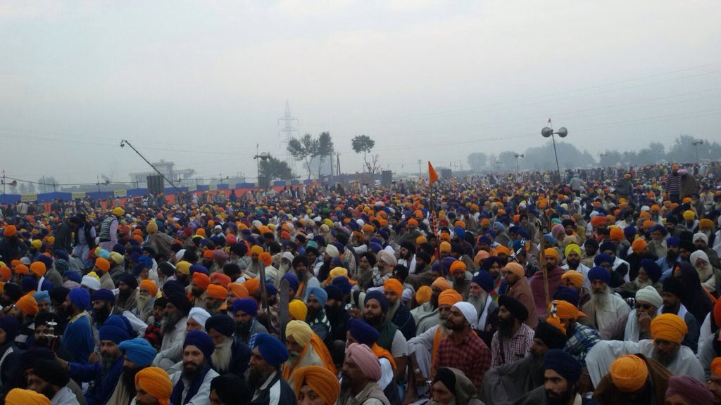 Half a million Sikhs collect to democratically choose new leadership. Once a century event! #SarbatKhalsa2015 https://t.co/XqNBiiJfzl