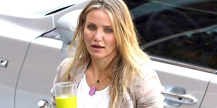 Cameron Diaz got her new initials monogrammed on her Valentino bag! 😍